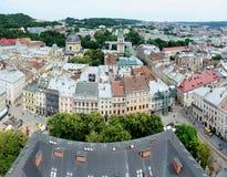 Panorama de la ciudad vieja de Lvov con la plaza del mercado, Ucrania Foto de archivo