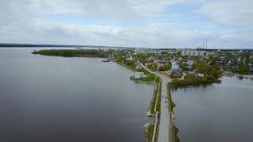 Panorama de la ciudad Visión superior Ondulación permanente Krai Dobryanka almacen de metraje de vídeo