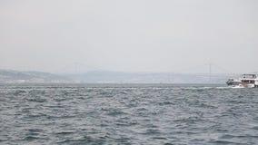 Panorama de la ciudad y de Bosfor de Estambul en noviembre almacen de metraje de vídeo
