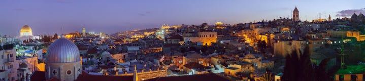 Panorama - ciudad vieja en la noche, Jerusalén Imágenes de archivo libres de regalías