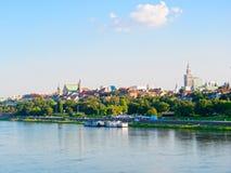 Panorama de la ciudad y de los rascacielos viejos en Varsovia Al lado del Vístula y de los bulevares Fotografía de archivo libre de regalías
