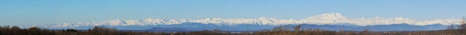 Panorama de la cordillera de las montañas Foto de archivo libre de regalías