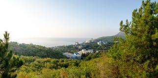 Panorama de la costa de Alushta Corner de profesor imagen de archivo