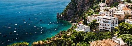 Panorama de la costa pintoresca Positano, Italia de Amalfi imágenes de archivo libres de regalías
