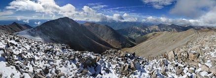 Panorama de la cumbre de Tabeguache del soporte que parece del sur Imagenes de archivo