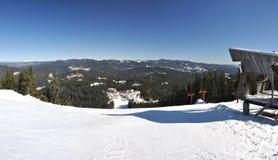Panorama de la estación de esquí Pamporovo foto de archivo libre de regalías