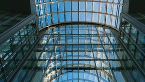 Panorama de la façade en verre du bâtiment banque de vidéos