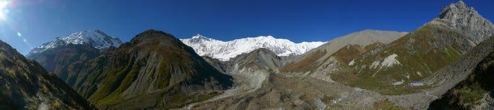 Panorama de la gama de Annapurna - campo bajo de Tilicho, Nepal fotografía de archivo