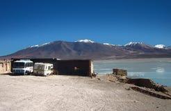 Panorama de la laguna de las montañas y del lago de Bolivia Imagen de archivo