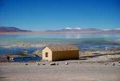 Panorama de la laguna de las montañas y del lago de Bolivia Imagenes de archivo