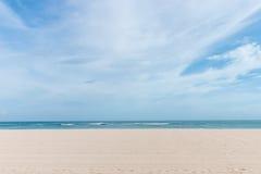 Panorama de la mañana del mar Composición horizontal tropical Isla de Bali, Indonesia Imagen de archivo libre de regalías