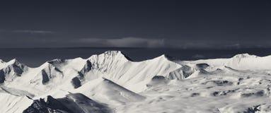 Panorama de la meseta nevosa en el día agradable Imágenes de archivo libres de regalías