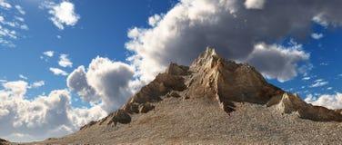 Panorama de la montaña ilustración del vector
