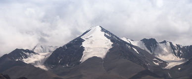 Panorama de la montaña de la nieve Fotografía de archivo libre de regalías