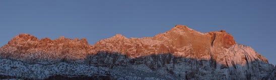 Panorama de la montaña de Springdale Utah en el primer amanecer Imagen de archivo