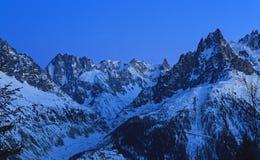 Panorama de la montaña después de la puesta del sol fotos de archivo