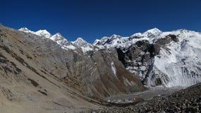 Panorama de la montaña en la manera al paso del La de Thorung fotografía de archivo libre de regalías