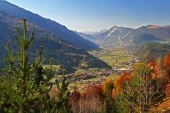 Panorama de la montaña en las montan@as foto de archivo libre de regalías