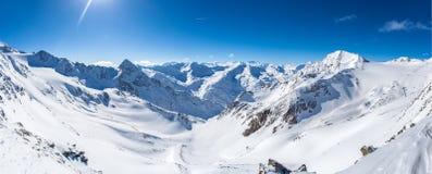 Panorama de la montaña de la nieve Imagenes de archivo
