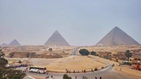Panorama de la necrópolis de Giza con las pirámides antiguas y la gran esfinge almacen de metraje de vídeo