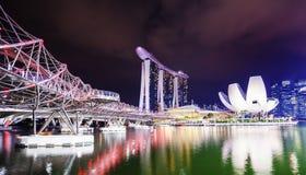 Panorama de la noche de Marina Bay y de Singapur Imágenes de archivo libres de regalías