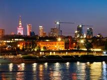 Panorama de la noche en los bulevares y la Varsovia del Vístula Foto de archivo libre de regalías