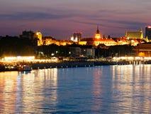 Panorama de la noche en los bulevares y la Varsovia del Vístula Imagen de archivo libre de regalías