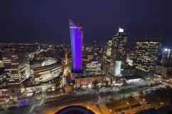 Panorama de la noche de Varsovia, capital de Polonia, Europa, Foto de archivo