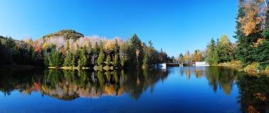 Panorama de la opinión del lago fotos de archivo
