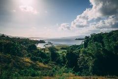 Panorama de la opinión del lago en Costa Rica fotos de archivo