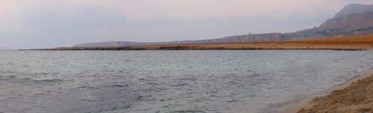 Panorama de la oscuridad de la playa Fotografía de archivo