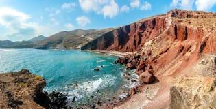 Panorama de la plage rouge sur Santorini image libre de droits