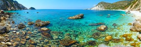 Panorama de la playa de Petani (Kefalonia, Grecia) Foto de archivo libre de regalías