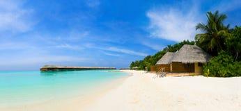 Panorama de la playa tropical Imágenes de archivo libres de regalías