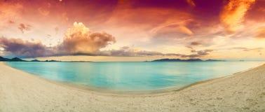 Panorama de la playa tropical antes Imágenes de archivo libres de regalías