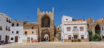 Panorama de la porte de place centrale et d'entrée dans Bunol Photo libre de droits
