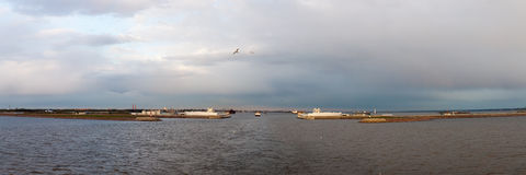 Panorama de la presa en St Petersburg por la tarde del otoño Imagen de archivo libre de regalías