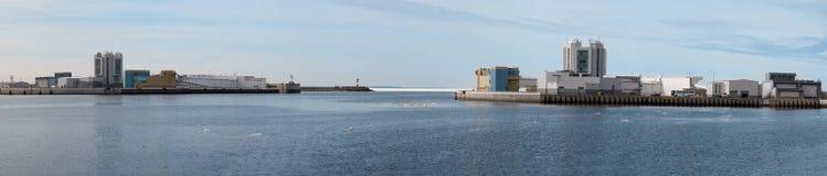 Panorama de la presa en St Petersburg por la tarde del otoño Foto de archivo libre de regalías