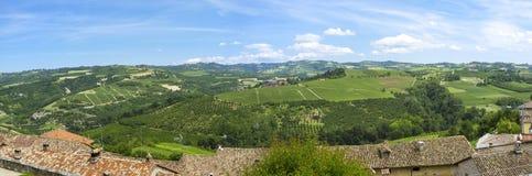 Panorama de la primavera de Langhe Imagen del color Foto de archivo libre de regalías