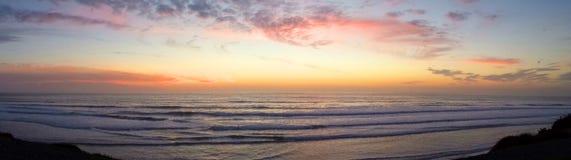 Panorama de la puesta del sol de los posts foto de archivo