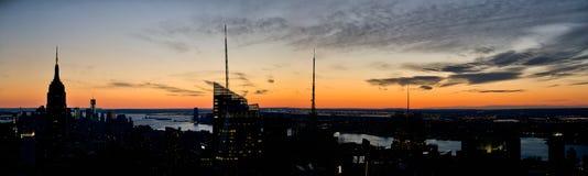 Panorama de la puesta del sol de Manhattan Imagenes de archivo