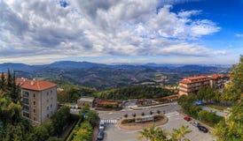 Panorama de la république de San Marino et de l'Italie de Monte Titano, ville du Saint-Marin Photographie stock libre de droits