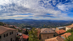 Panorama de la république de San Marino et de l'Italie de Monte Titano, ville du Saint-Marin Photos stock