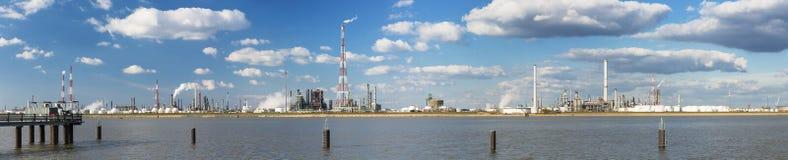 Panorama de la refinería del puerto de Amberes Fotos de archivo libres de regalías