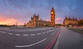 Panorama de la reina Elizabeth Clock Tower y del palacio de Westminster Imagenes de archivo