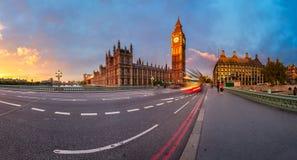 Panorama de la reina Elizabeth Clock Tower y del palacio de Westminster Fotografía de archivo