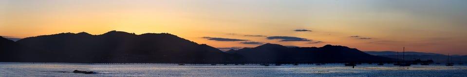 Panorama de la salida del sol de la bahía de San Luis Obispo imagenes de archivo