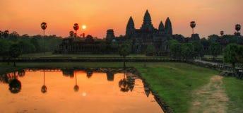 Panorama de la salida del sol sobre Angkor Wat Imagenes de archivo