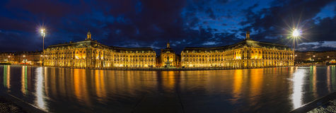 Panorama de la tarde de Place de la Bourse en Burdeos Fotos de archivo libres de regalías