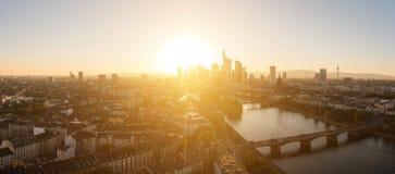 Panorama de la tarde del verano tardío de Frankfurt-am-Main, Alemania Fotografía de archivo